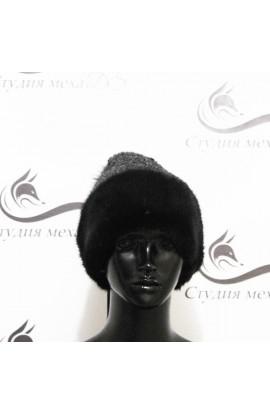 Вязанная серая шапка со вставками из норки.
