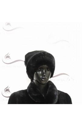 Вязанная черная шапка со вставками из норки.