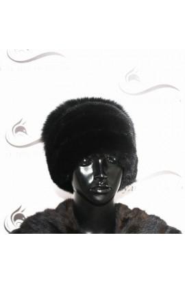 Норковая шапка со вставкой из меха лисы.