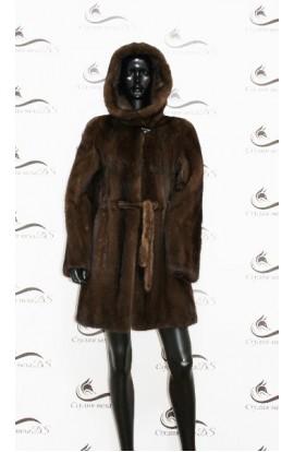 Шуба укороченная из цельной норки коричневого цвета БУ.