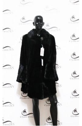 Короткая норковая шуба угольного цвета с длинными рукавами БУ.